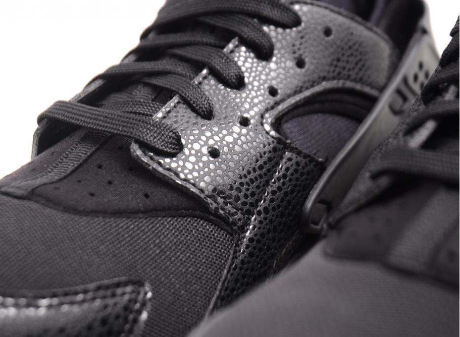 5d5e1b9b003e Nike Wmns Air Huarache Black   Black White