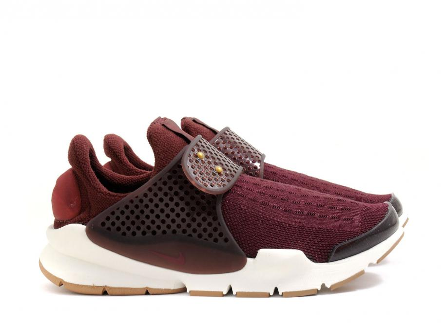 detailed look d0a11 4e9e5 Nike Wmns Sock Dart Night Maroon